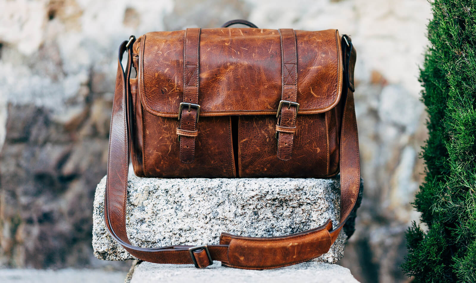 Stunning and Minimalist Messenger Bags